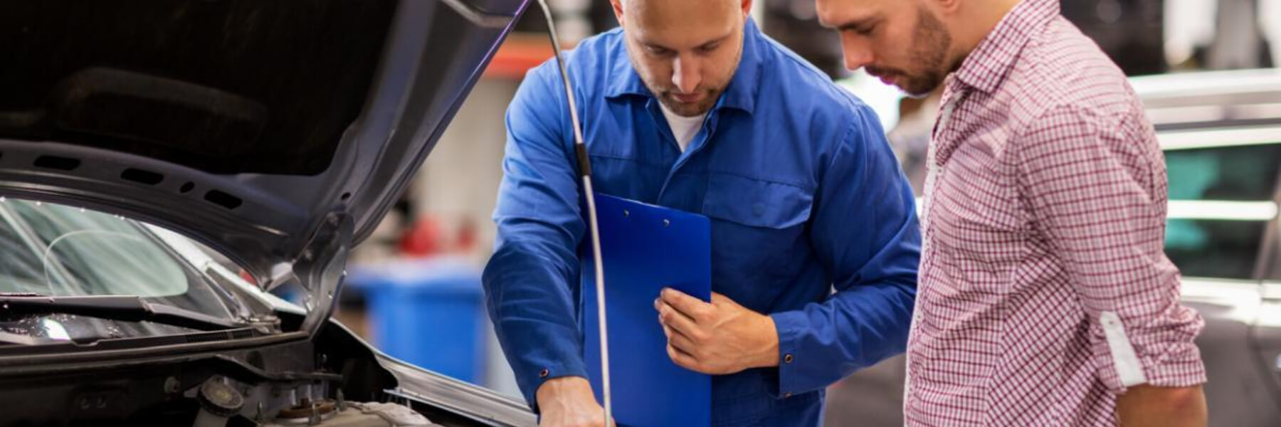 independent auto mechanic with customer